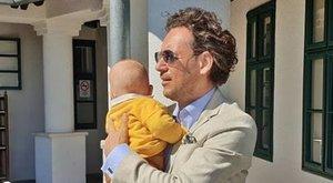 Istenes László így vasal csecsemőt - fotóval!