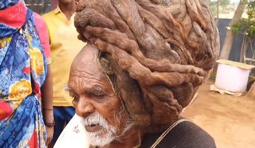 Soha életében nem vágta le a haját ez a 95 éves férfi – videó