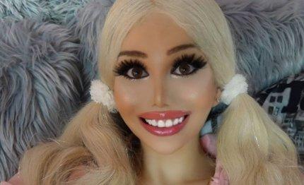 """""""Lehet meglazul benne egy csavar aztán szétesik"""" – nagyon durva bántásokat kap a kommentelőktől a magyar Barbie baba – 18+"""
