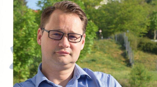 Szkafanderes bögrékkel lepte meg kollégáit a magyar professzor