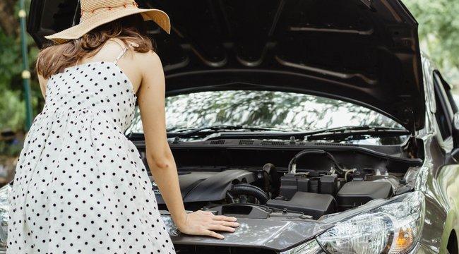Úton van és a forró aszfalton túlmelegedett a motor? Ezt tegye, hogy ne legyen totálkáros a kocsi