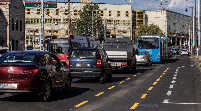 Karácsony-körútnak hívják a taxisok a pesti nagykörutat