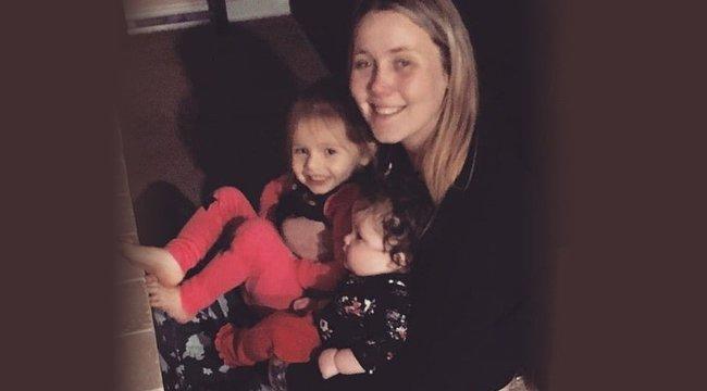 Egy autóban, holtan találtak rá az eltűnt anyára és két kisgyermekére