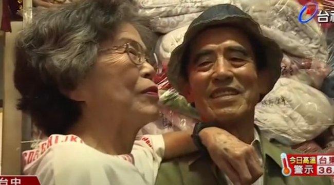 Rajong az internet a mosodában felejtett ruhákban pózoló nyugdíjaspárért – fotók