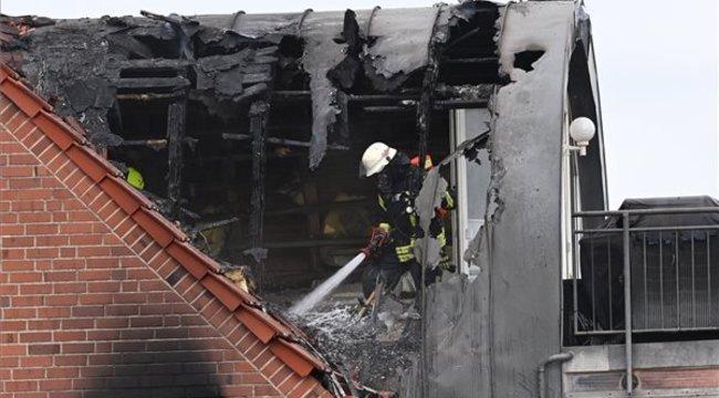 Hárman vesztették életüket, mikor egy tetőtéri lakásra zuhant egy repülőgép - fotók