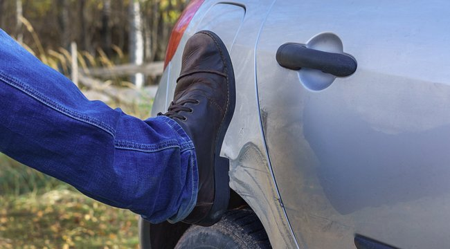 Erőszak a parkolóban –Autókon élte ki dühét az ózdi férfi