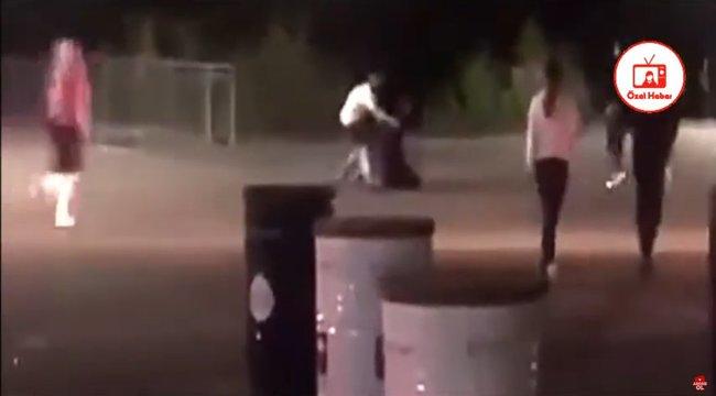 Brutális videó: Egy ütéssel megölte a bokszoló az édesapát, aki egy fogyatékos férfi segítségére sietett - 18+