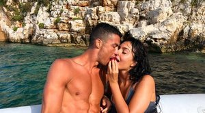 210 milliárdos jachton mulat a családjával Cristiano Ronaldo