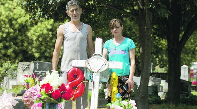Gyerekgyilkosság Szekszárdon –Kedvenc üdítőjével locsolják Leonetta sírját