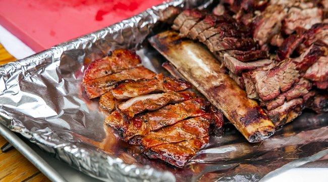 Alufóliában süti a húsokat? Hatalmas hibát követ el! Eláruljuk, miért
