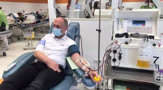 Koronavírus:harmadszor adott vérplazmát a magyar doki, Andréka Péter– Fotók