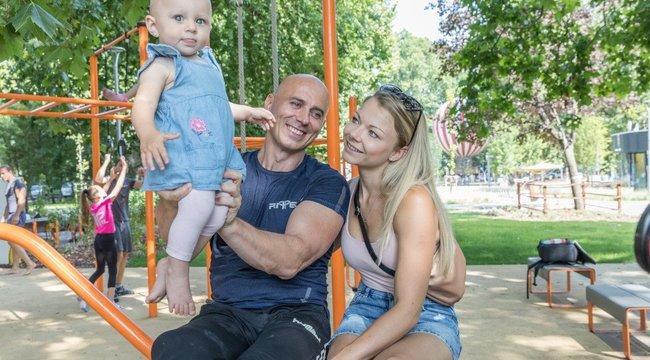 Rippel Viktor:Remélem, a kicsi Léda is artista lesz