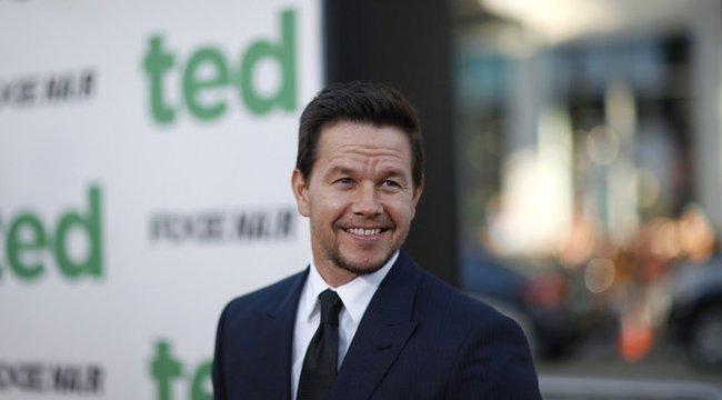 Nyaralás közben sem lazít – ismét kockahasat villantott Mark Wahlberg