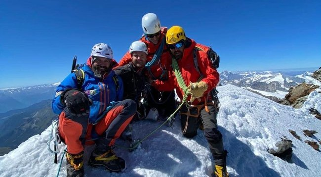 Mindkét lábát elvesztette, de így is megmászott egy 4500 méter magas hegyet