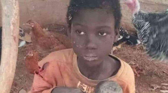 Miközben három feleségével jól élt, két éven keresztül láncra verve, kecskék és csirkék között tartotta 12 éves fiát – 18+ videó
