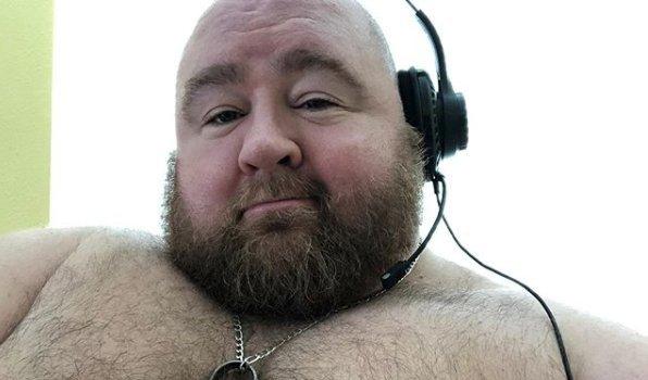 Napi 10 ezer kalóriát töm magába ez a férfi rajongói kedvéért – bizarr fotók