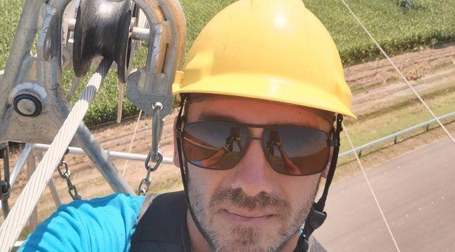 Műhelyük a csillagos ég: 100 méteres magasságban dolgoznak a távvezeték-szerelők– videó
