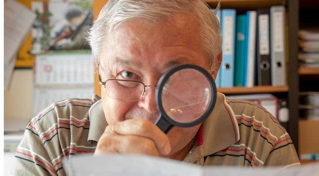 Gyémántfokozatos igazságügyi írásszakértő:Nagyítóval és mikroszkóppal ered a bűn nyomába dr. Terbe Ernő