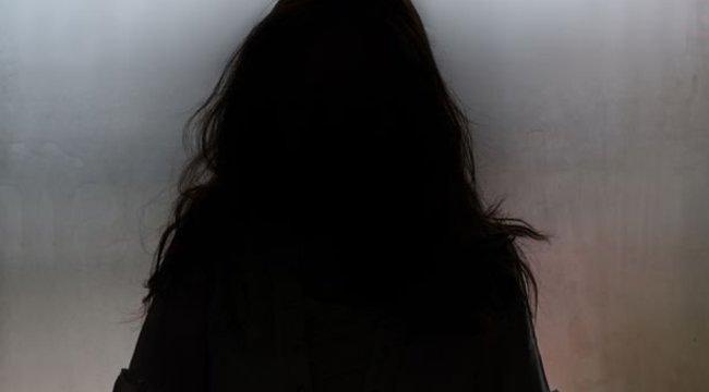 Egy mezőn találták meg a 13 éves lány holttestét: a szemeit is kivághatták – 18+