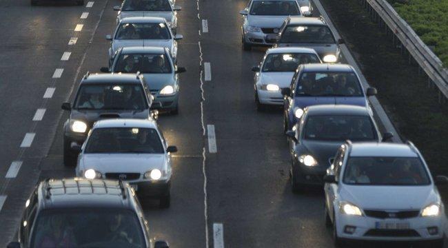 Több autó ütközött, hatalmas a torlódás az M7-es autópályán Balaton felé