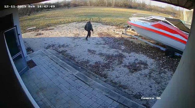 A nap idiótái cím nyertesei: két férfi, akik az esztergomi lőtérről loptak hatástalanított fegyvereket és mérőszalagot - Videó