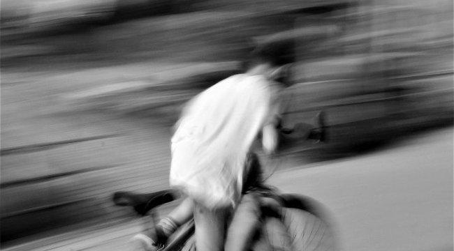 Bekristályozva vette el egy kisfiú biciklijét, majd a rendőrségre tekert vele, hogy közölje: öngyilkos akar lenni