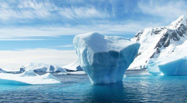 Megdöbbentő fotók: Soha ilyen gyorsan még nem olvadt a jég Grönlandon