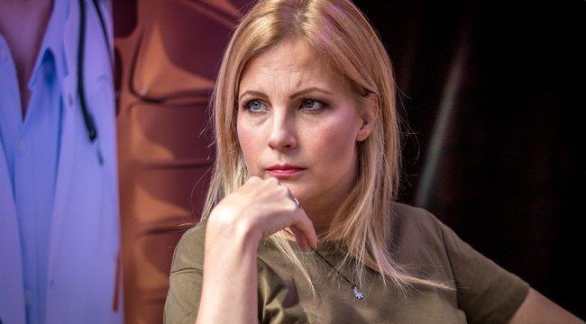 Durván nekimentek a kommentelők Várkonyi Andreának, esküvőre felvett ruhája miatt bántják