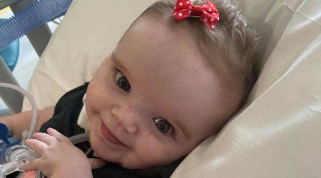 Édesanyja karjaiban halt meg a koronavírussal harcoló baba