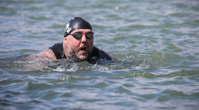 Lábak nélkül úszott Ázsiából Európába Tomi