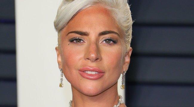Lady Gaga megmutatta, egy kád jégben feküdve is lehet pózolni