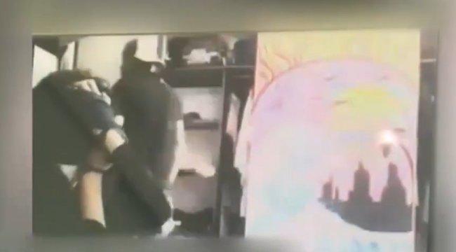 Élőben közvetítette a tini, ahogy rátörnek, lefogják és kikötözik - barátai végignézték a szörnyűséget – videó