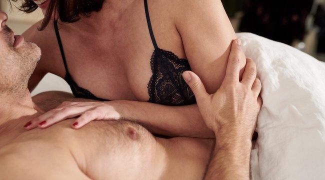 Sokkolta a látvány a nőt – rányitott a férjére, miközben az a saját anyjával szexelt – 18+
