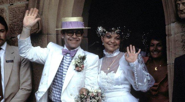 Nászútjukon kísérelt meg öngyilkosságot Elton John felesége