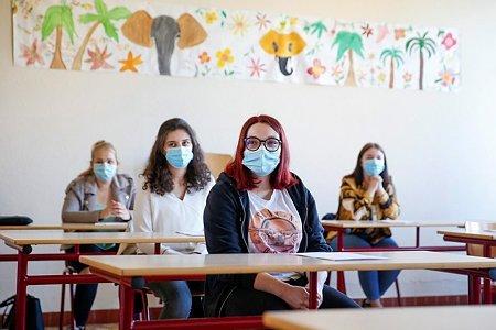 Hosszabb lesz a tanítási nap a vírus miatt