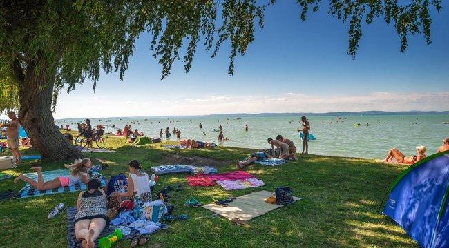 Minden korábbinál többen nyaraltak idehaza, egymillió háromszázezren a Balatonnál!