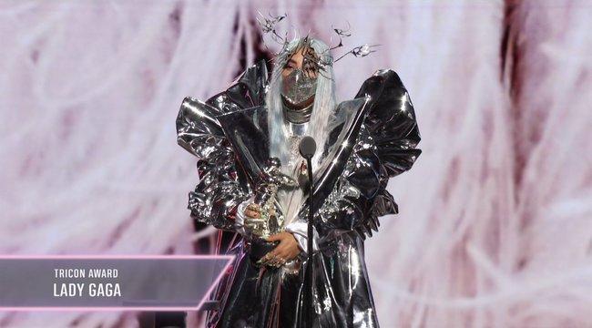 Extrém szájmaszkokban tarolt Lady Gaga az MTV-gálán – fotók