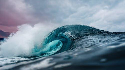 Nyolc óra keresés után, életveszélyes állapotban találták meg a La Manche-csatornát átúszót