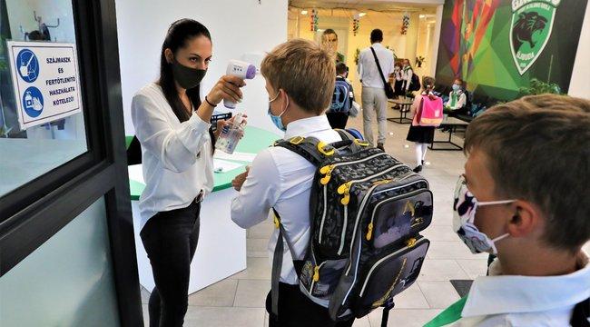 Koronavírus:Szigorú szabályok mellett indult meg a tanítás