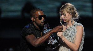 Isteni sugallatra alázta meg élő adásban Taylor Swiftet Kanye West