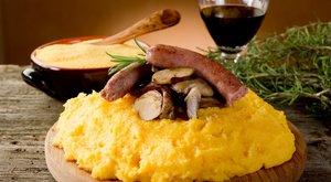 A tökéletes hétvégi menü:Borban fő a legszaftosabb kolbász