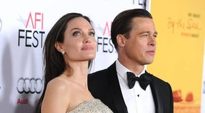 Angelina Jolie kiakadt: esküvőjük helyszínén romantikázik új barátnőjével Brad Pitt