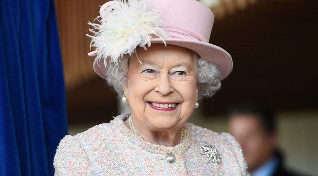 Autósmozit nyit a birtokán Erzsébet királynő