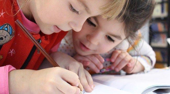 Második hullám: Más tünetekkel jelentkezik a koronavírus a gyerekeknél!