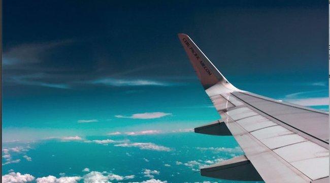Négy órán keresztül nassolt a repülőn, hogy ne kelljen feltennie a szájmaszkot