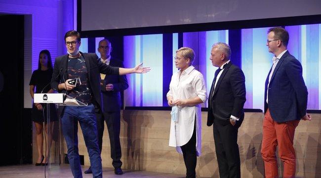 Szívbemarkoló! Gesztesi Károly emlékével kezdődött az ideiTelevíziós Újságírók Díjátadó Gála - videó