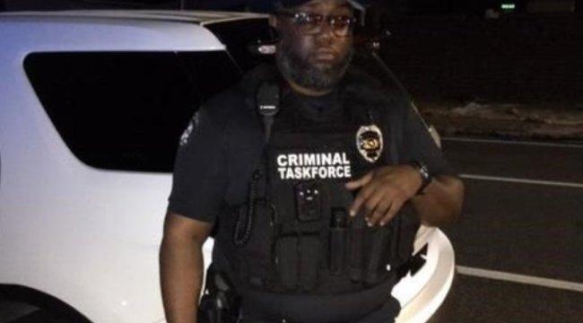 Férfit letartóztatták, miután rendőrt játszott, és pechjére valódi rendőrt intett le igazoltatni