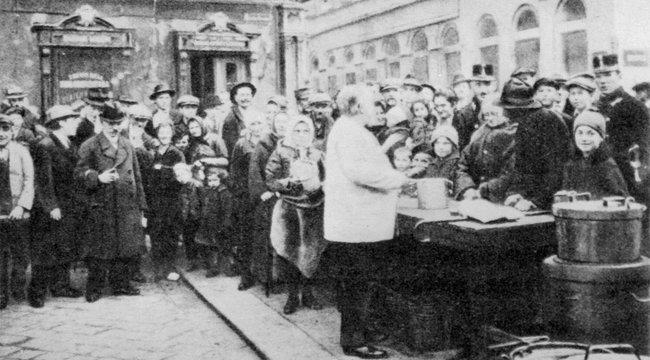 Gigantikus csalás Budapesten:Ételosztások pénzét nyúlta le Róbert bácsi