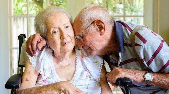 Elvesztette a feleségét, kétségbeesésében egy plakáton keres új barátokat egy 75 éves férfi