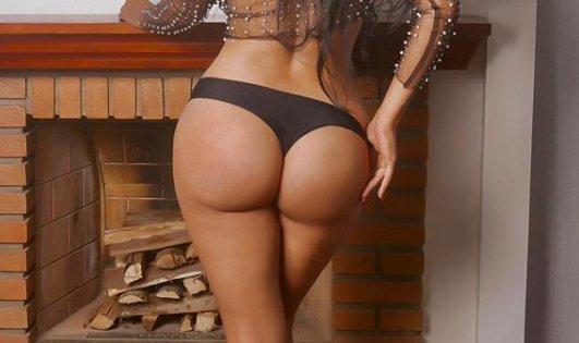 Majdnem 60 millió forintra biztosították Brazília legszebb nőjének kikiáltott Playboy-modell fenekét - Nézze csak!